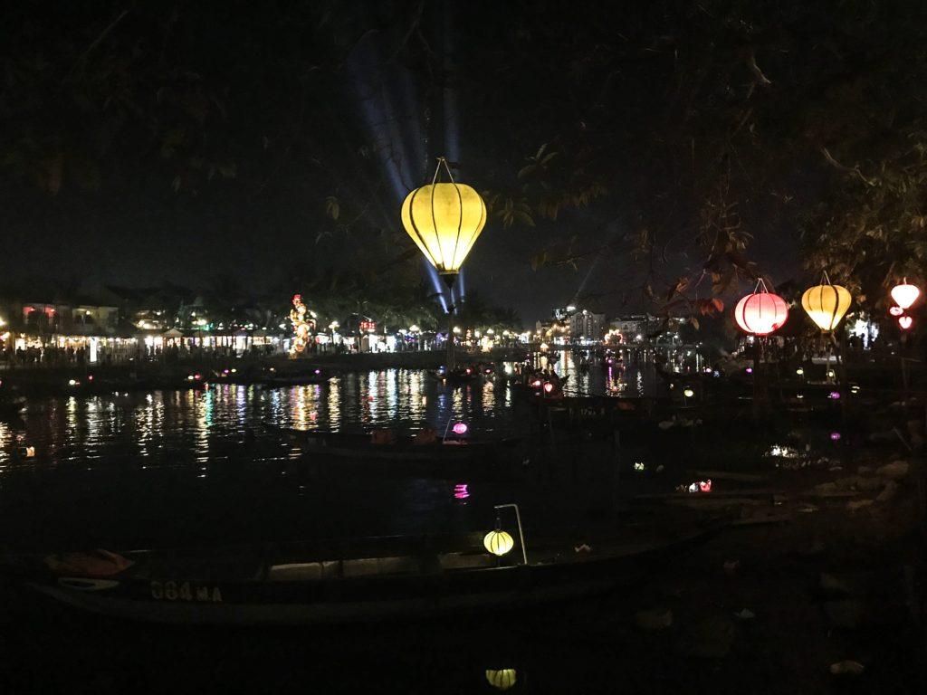 Hoi An lyshow med lanterner